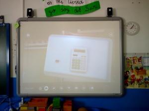 Explicación del uso de la calculadora usando el proyector